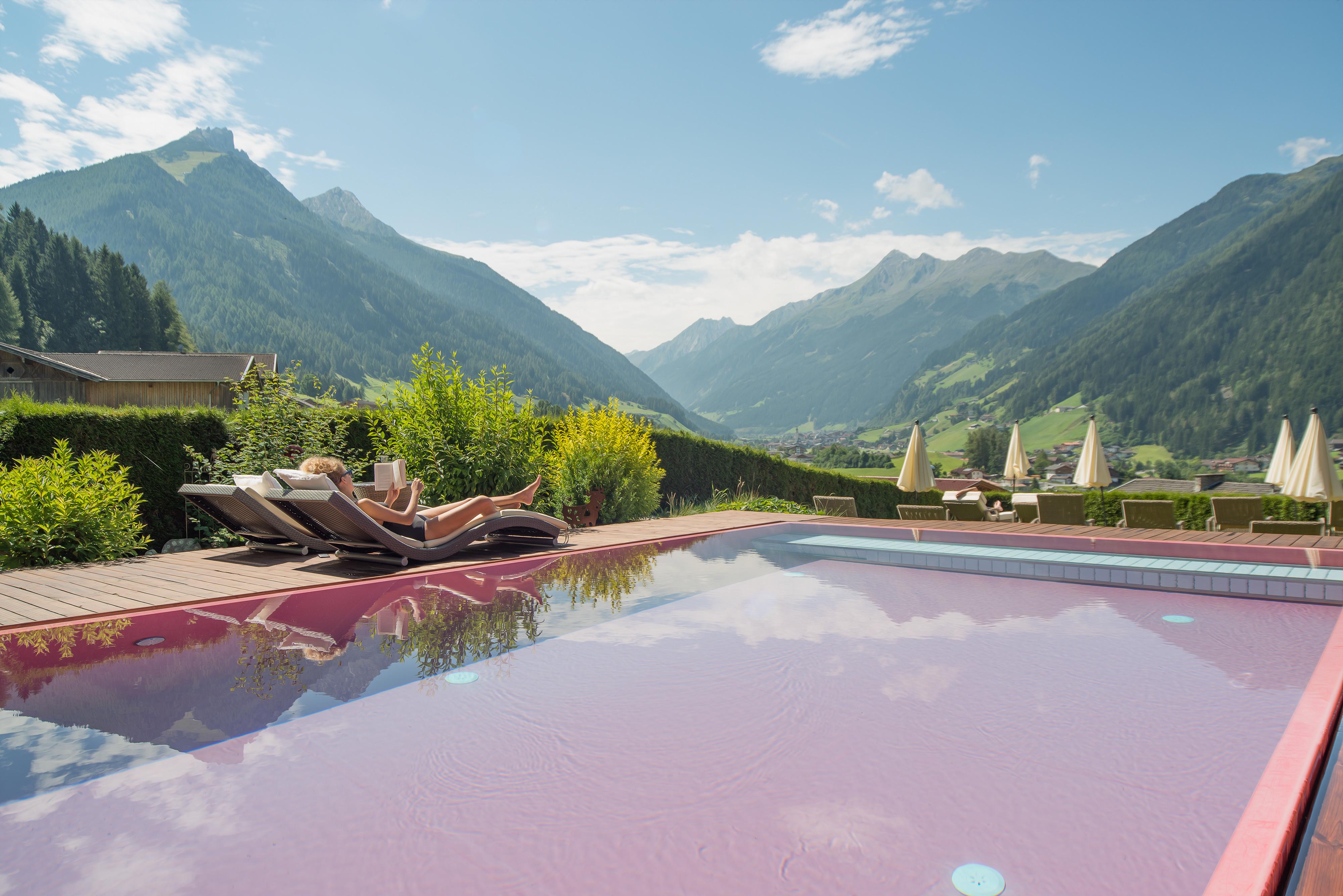 Freibad im wintergarten pool magazin for Design hotel stubaital