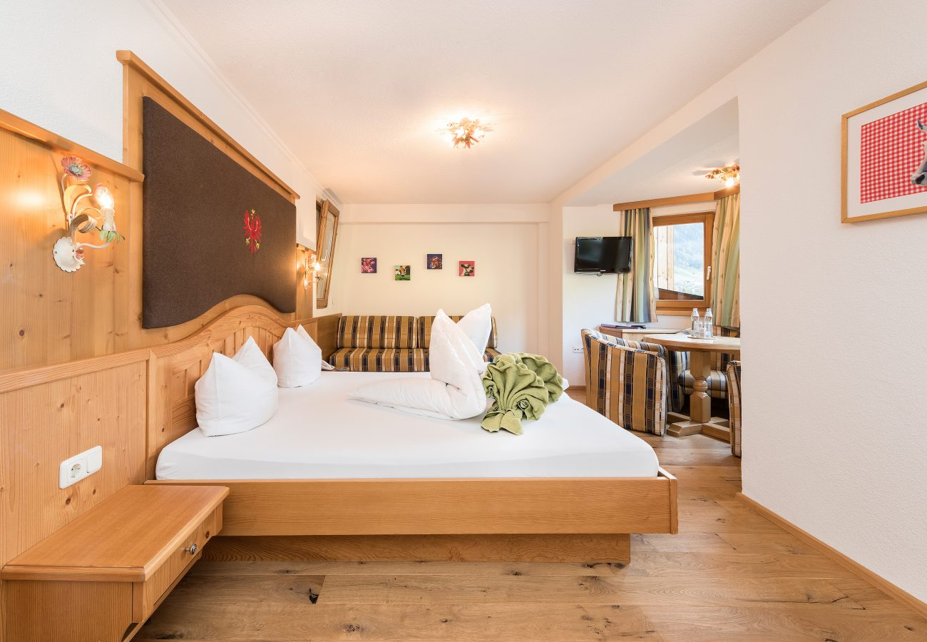 Tirol Zimmer im Stubaital Hotel Erika