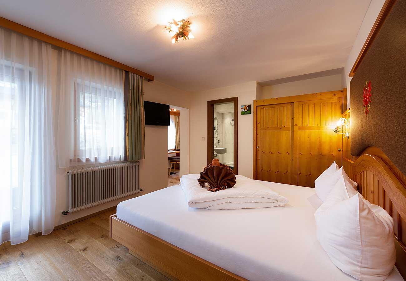 Klassikzimmer mit Bergblick im Hotel Neustift