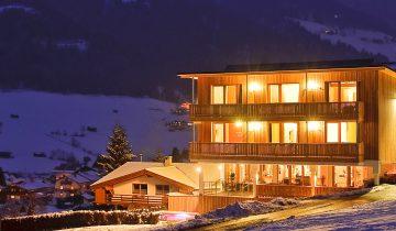 Außenansicht vom LifeStyle Hotel Neustift, dem Ski Hotel im Stubaital