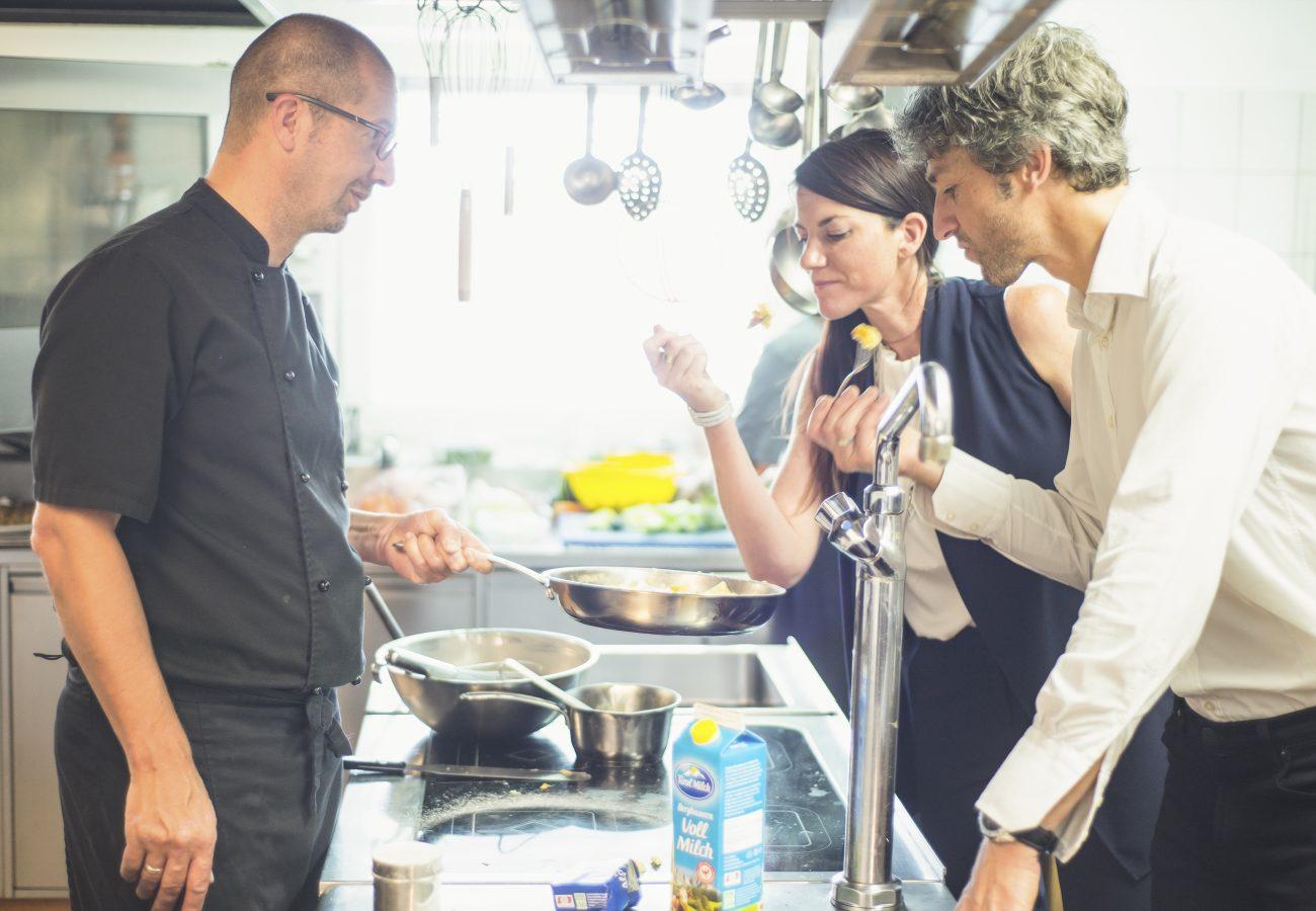 Hotel Erika in der Küche beim Kosten
